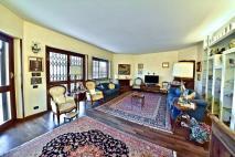 Appartamento via Villa 20, Vedano al Lambro in Vendita