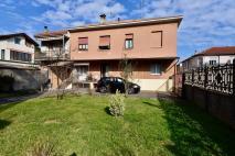 LISSONE - Ampio Appartamento in soluzione singola con ampio giardino - in Vendita